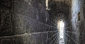 Baraj suları çekilince tarihi köprü ortaya çıktı