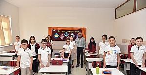 Başkan babadan kızına okul ziyareti