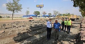 Başkan Çelik, Serbest Bölge'den Anbar'a kadar olan yoldaki yenileme çalışmalarını inceledi