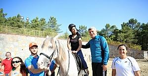 Başkan Karaosmanoğlu, engellilerin heyecanına ortak oldu
