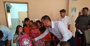 Burhaniye'de Ülkü Ocakları'ndan öğrencilere anlamlı hediye