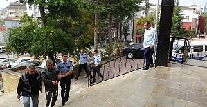 Çalıntı araçla yakalanan 2 şüpheli adliyeye sevk edildi
