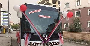 Çocukluk hayali gerçek oldu, otobüsü gelin arabası yaptı