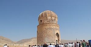 Eski bakan ve bürokratlar Hasankeyf'i gezdi