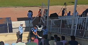 Güvenli, şiddetsiz futbol için broşür dağıtıldı