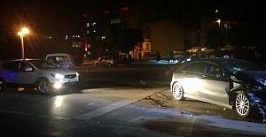 Kamyonet kaza yaptı, yola fırlayan sürücü hayatını kaybetti