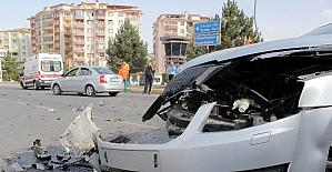 Kaza yapan ambulansın görevlileri, şoku atlatıp yaralıya müdahale etti