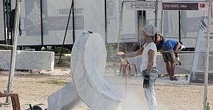 Mermer bloklar Kuzgun Acar Heykel Sempozyumu'nda şekilleniyor