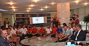 Rafting milli takımı Başkan Keleş'i ziyaret etti