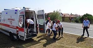 Silivri'de araç tarlaya uçtu: 3 yaralı