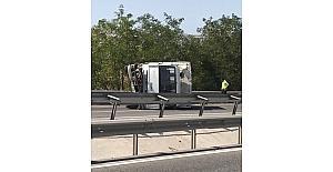 TIR ile çarpışan kamyon yan yattı