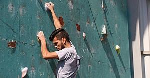 Tırmanış yarışmasında heyecan dorukta