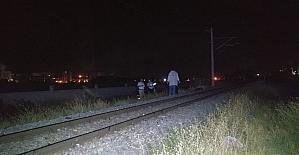 Trenin çarptığı genç hayatını kaybetti