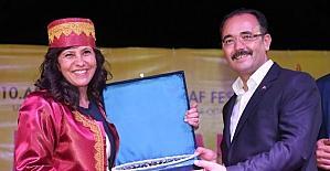Uşak'ın ilk kadın Ahisi kaftanını giydi