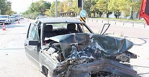 Trafik ışıklarını karıştırdı kaza yaptı