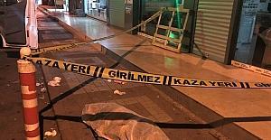 Ağabeylerinin eve kilitlediği kız, çarşaflarını birbirine bağlayıp sevgilisine kaçmak isterken canından oldu