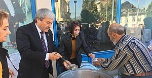 AK Parti Osmaneli İlçe Başkanlığı aşure dağıttı