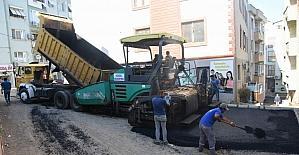 Aliağa'da, Kazım Dirik Mahallesi'nde asfalt çalışmaları başladı