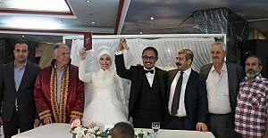 Alişiroğlu ve Güney ailelerinin mutlu günü