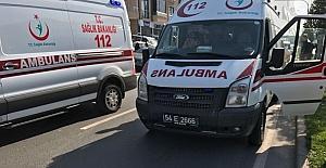 Ambulans karşıdan karşıya geçen çocuğa çarptı: 1 yaralı