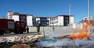 Anız yangını inşaat kalıplarına sıçradı