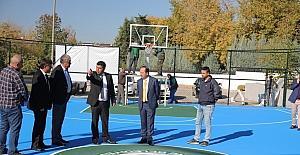 Basketbol sahası yenilendi