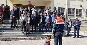 Develi'de arama kurtarma köpeklerinin gösterisi öğrencileri hayran bıraktı