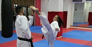 Diyarbakır'ın en iyi karatecisi 13 yaşındaki Sena oldu