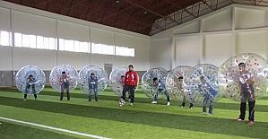 Erzurumlular balon futbolu ile stres atıyor