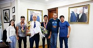 İşitme Engelliler Olimpiyat Oyunları şampiyonları Torbalı'da