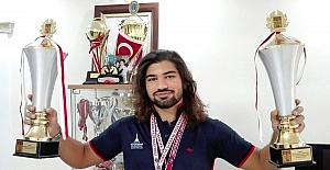 İzmirli Kasparov Cankut'tan çifte şampiyonluk