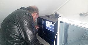 İzmit Belediyesi mahalle konuklarını onarıyor