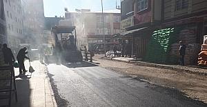 Kars Belediyesi'nin yol ve kaldırım çalışmaları devam ediyor
