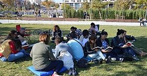 Kitap okumayı sevdirmek için bir araya geldiler