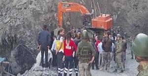 Maden ocağı işçilerin üzerine göçtü