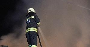 Metruk binada çıkan yangın 1 saatte...