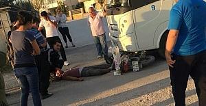 Minibüs ile çarpışan motosiklet sürücüsü hayatını kaybetti