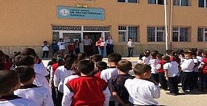 Okul aile birliği 'Minik Eller Kitap Sever' kampanyası başlattı