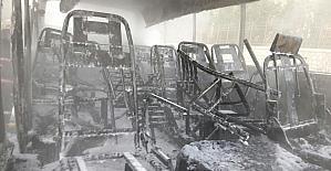 Park halindeki midibüs yandı