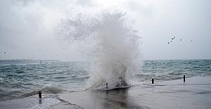 Sağanak yağış Didim'de hayatı olumsuz etkiledi