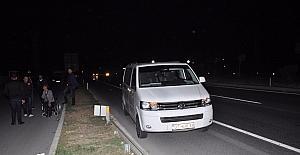 Seyir halindeki minibüsün aynasının çarptığı kadın öldü
