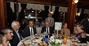 Uysal Muhtarların yemeğine katıldı
