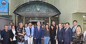 Vali Toprak kültür ve sanat merkezini ziyaret etti