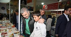 """Yazar Yavuz Bahadıroğlu, """"Şu anda Kitap Fuarı'nda birincisiniz"""""""