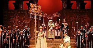 AIDA, gündüz gösterimi ile sahnede