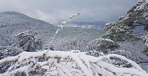 Alaçam dağları beyazlara büründü
