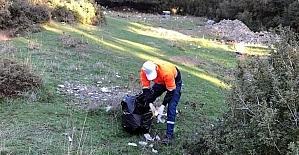 Aliağa'nın mahallerinde gelişigüzel atılan çöpler toplandı