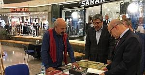Başbakan yardımcısı Şimşek Ali atalar'ın kitap imza standını ziyaret etti
