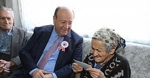 Başkan Özakcan'dan 'Öğretmenler Günü'nde anlamlı ziyaret