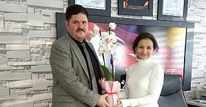 Başkan Yılmaz'dan öğretmenlere çiçek
